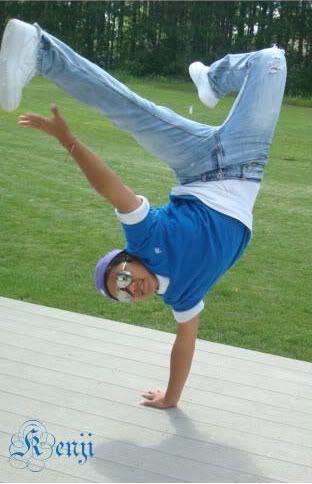 Breakdance. Ik heb 6 jaar lang er fanatiek aan breakdance gedaan op redelijk hoog niveau.