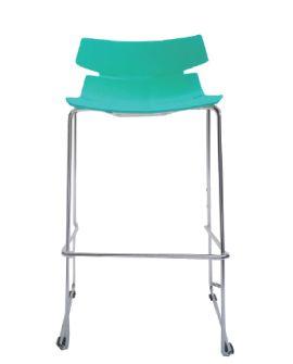 Taburete Cut con asiento de polipropileno. Estructura de acero cromado. Para uso en interiores.