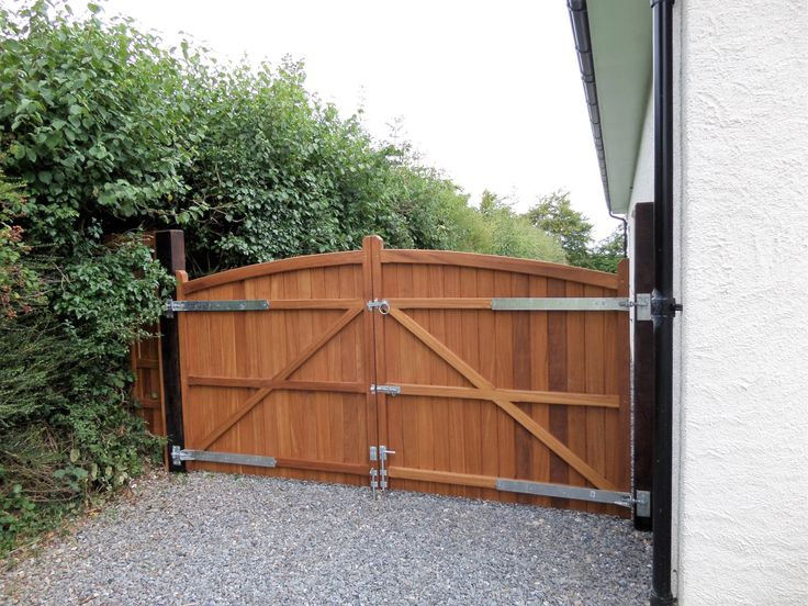 36 best images about wooden driveway gates on pinterest for Driveway gate lock