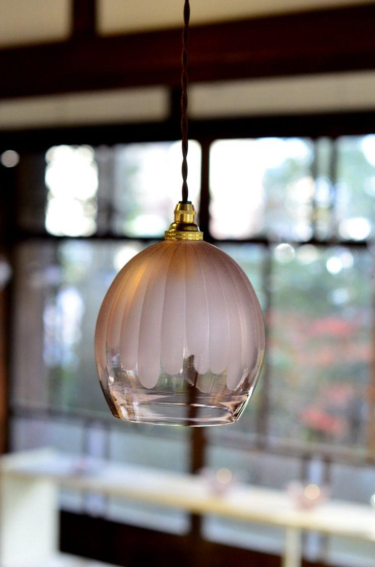 「 目片千恵 ガラス展 ~冬の光~ 」(~12/27迄)を開催中です。 朝から冷たい雨。こういう寒い冬の日は、暖かい灯りが恋しくなります。目片さんの...