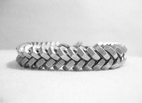 DIY: armband gevlochten met moertjes.