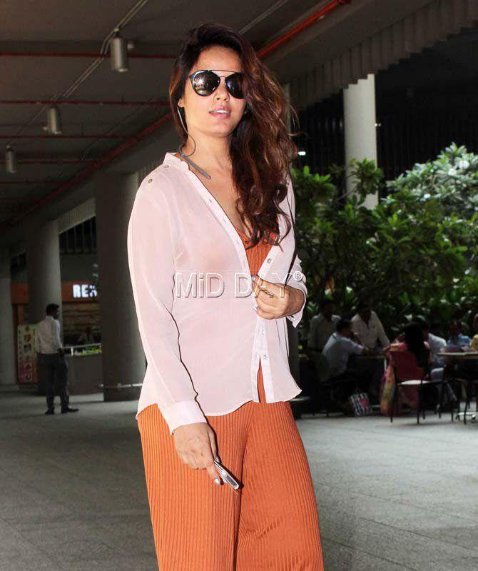 Neetu Chandra at Mumbai airport. #Bollywood #Fashion #Style #Beauty #Hot #Sexy