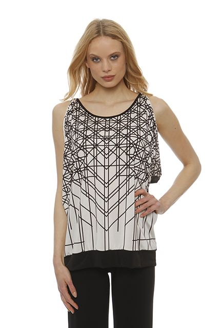 Jersey blouse with black linear design that gives comfort of movement with tears having to shoulder seams.Particular contrast creates black on the back of the shirt with a binder in the back and the range of the bottom.
