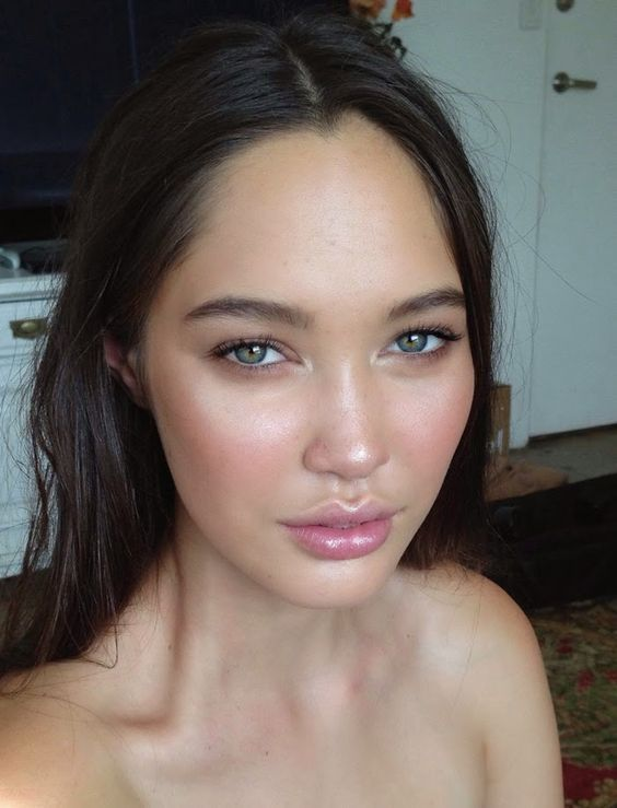 Simply gorgeous, classic makeup look
