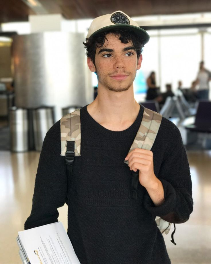 "754.8 mil Me gusta, 5,622 comentarios - Cameron Boyce (@thecameronboyce) en Instagram: ""Home for two days lol... now it's wheels up to Amsterdam for D2 promotion! """