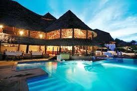 A Romantic setting at the pool. #diamonds #travel #honeymoon #wedding #weddingideas #dinner #beautiful #bride #groom #life #zanzibar #romance