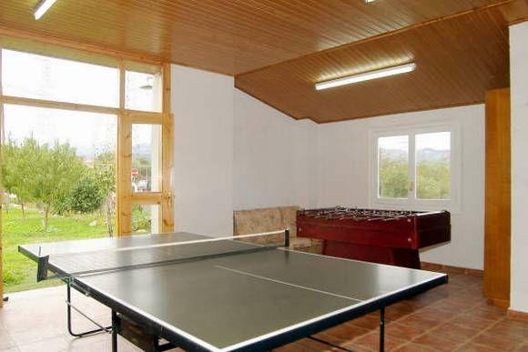 LLEIDA, TALARN. Casa rural Cal Morralet. Dispone de un total de #seis_dormitorios: tres dobles con baño, dos dobles con baño compartido y una cuadruple con baño. Además cuenta con dos baños independientes, cocina, amplio salón comedor, dos terrazas, #mesa_de_ping_pong y #piscina. #CasaAdaptada. Se encuentra rodeada de las montañas del Pre-Pirineo, a 45 Km. de las #PistasEsquí. #casa_rural_juegos #casa_rural_con_futbolin #Lleida