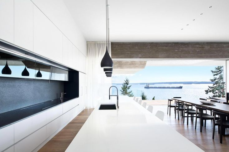 Sunset House has panoramic views of the expansive harbour and heavy marine traffic along the jagged West Vancouver coast line