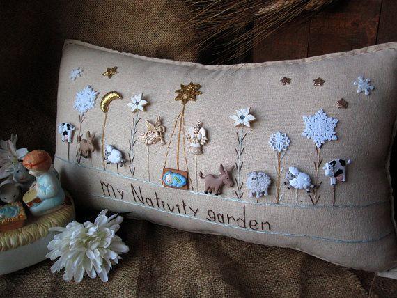 My Nativity Garden Pillow Cottage Style por PillowCottage en Etsy