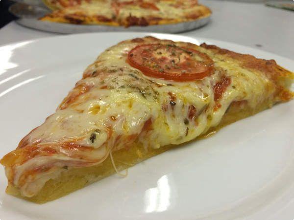 Pizza 'poderosa' da Anitta → #redeglobo #gshow #MaisVoce
