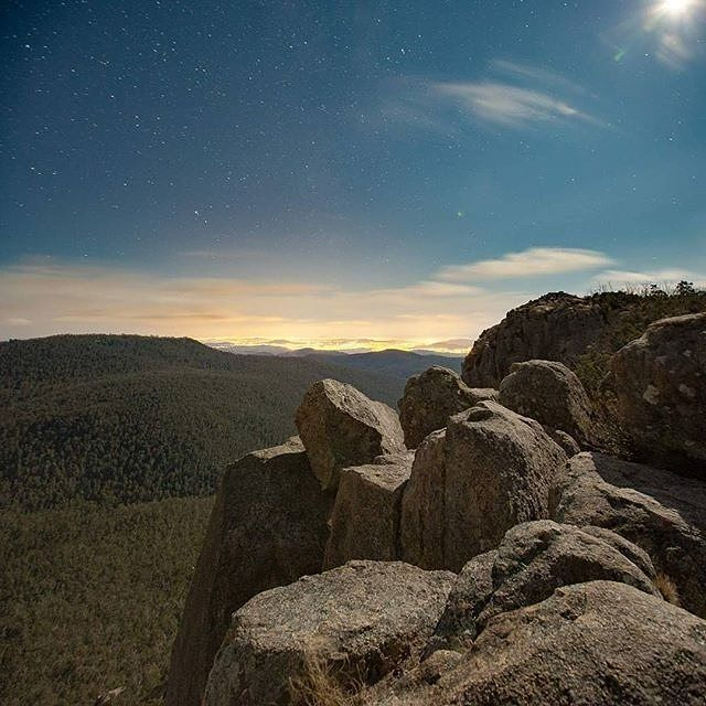 Instagrammer @danthephotoguy captured this captivating photo at Booroomba Rocks in the Namadgi National Park! Other popular walks in the park include Square Rock, Gibraltar Falls, Orroral Valley, the Yankee Hat rock art site in Gudgenby Valley and Mount Franklin. Where else do you like to go bushwalking in Canberra? #visitcanberra #onegoodthingafteranother