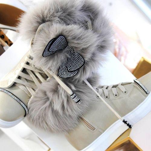 Γυναικεία sneakers στολισμένα με άριστης ποιότητας γούνα, στρασιέρες και φιόγκους  http://handmadecollectionqueens.com/Γυναικεια-sneakers-στολισμενα-με-φιογκους  #handmade #fashion #women #sneakers #footwear #storiesforqueens