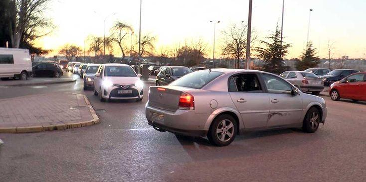 REPORTAJE: Atasco, ruidos, discusiones y coches golpeados son algunas de las consecuencias que están sufriendo los vecinos del Parque Miraflores de Fuenlabrada. + información...