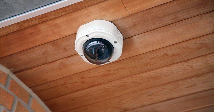 Cómo restablecer una cámara Axis. La empresa Axis fabrica una línea de pequeñas cámaras de video vigilancia que se conectan a una dirección IP (Internet Provider - Proveedor de Internet) de una red para que el usuario pueda acceder a las imágenes desde cualquier lugar donde exista una conexión a Internet. Estas cámaras son dispositivos de alta tecnología que requieren contraseñas ...