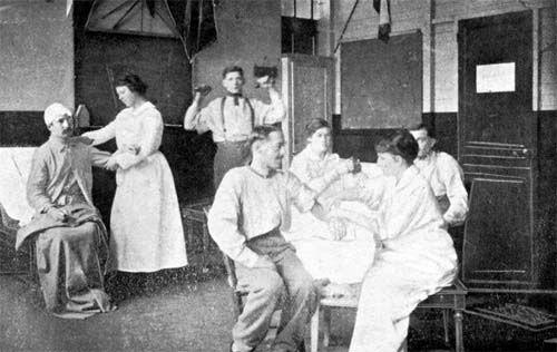 L'hôpital Anglo-Belge à Rouen. Salle de gymnastique médicale. Médecins de la Grande Guerre -