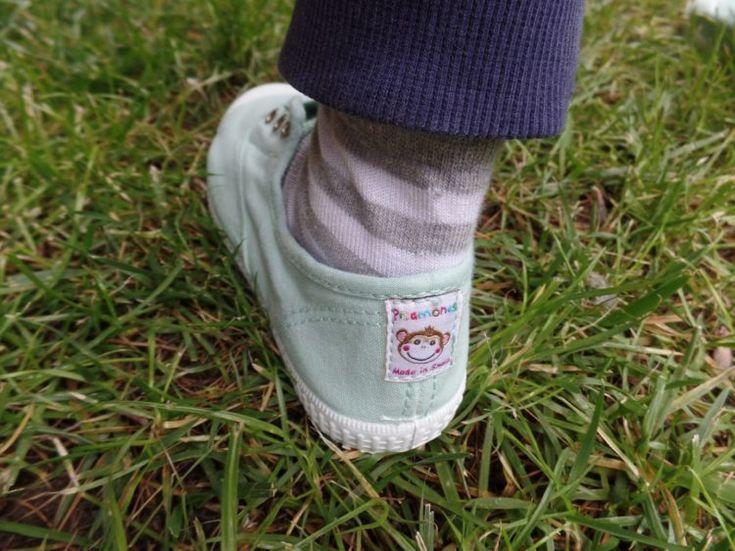 """Ho creato un mostro: Niccolò ha una passione sfrenata per le scarpe. Marito non mi perdonerà mai. Ogni mattina la stessa domanda: """"Mamma, oggi che scarpe mettiamo?"""" """"No! Voglio quelle blu!"""" """"Queste non si abbinano ai pantaloni!"""" """"Mamma ma ti pare che io metta le stesse scarpe per due giorni di seguito?"""" """"No amore per …"""