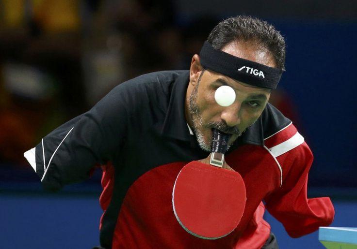 Rio de Janeiro, Brasilien, von Pilar Olivares/Reuters, publiziert am 10. September:  Ibrahim Hamadtou aus Ägypten spielt bei den Paralympics Tischtennis im Herren-Einzel.