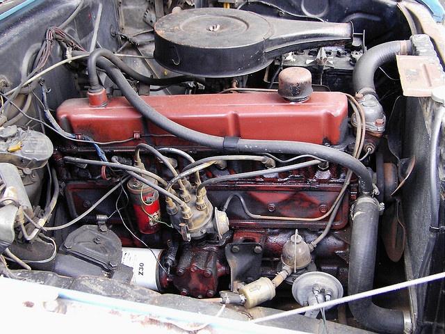 Holden HR  186 Orange Engine