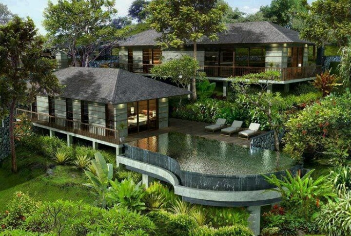 Amazing forest home with pool house and incredible pool for Amazing pool houses