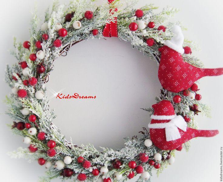"""Купить Веночек """"Зимние ягодки"""" - ярко-красный, красный, зелёный, венок на дверь, венок из цветов"""