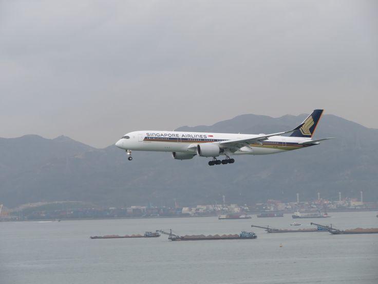 https://flic.kr/p/VZd9WP | 9V-SMH | Type: passenger jet Airlines: Singapore airlines Manufacturer: airbus Airbus A350 A350-900XWB A350-941XWB 359 C    W    Y   Total 42   24    187   253 2x rr trent xwb MSN: 68  First flight: 18 nov 2016 Production site: Toulouse(TLS) Test registration: f-wzgy Delivered date:09 dec 2016 Flight: sq856 from Singapore (SIN)