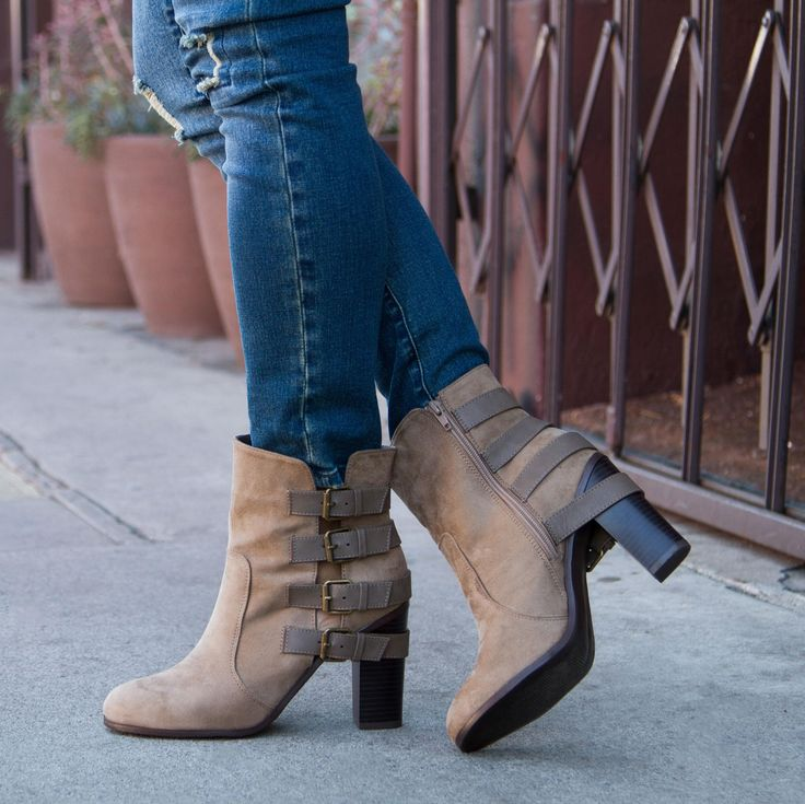 Trendy doesn't have to break the bank! The Razy ankle boot is the