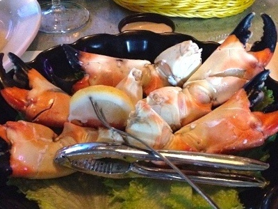 Fresh delicious stone crab at randy 39 s fishmarket for Fish restaurant naples