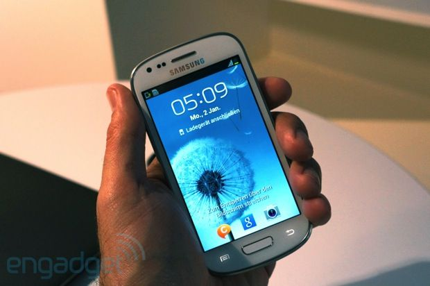 Samsung Galaxy S III mini pops up, we go hands on