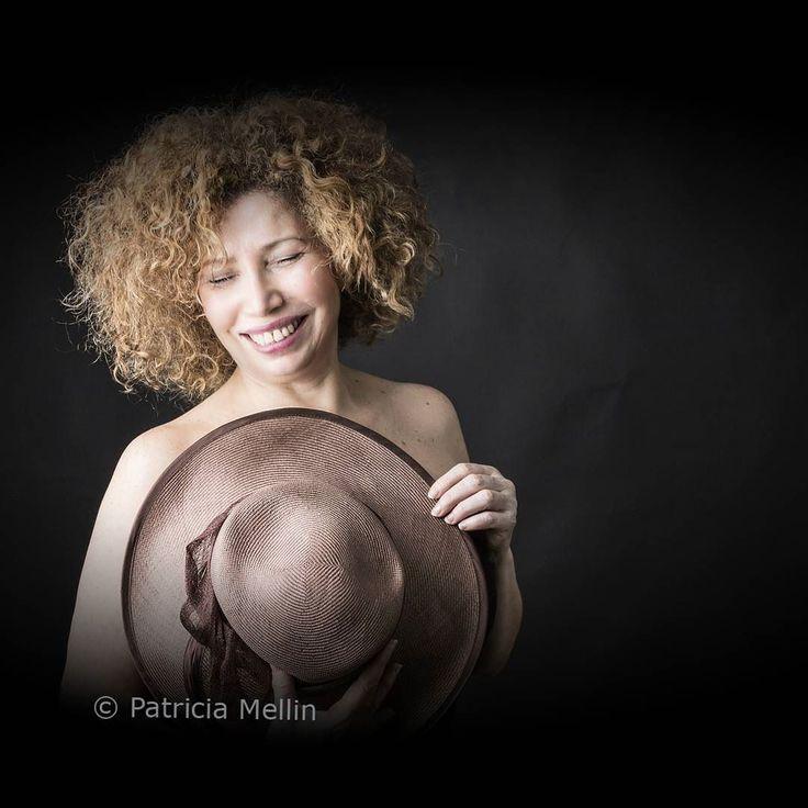 """Att vara sann med sig själv och andra är en del av ett förändringsarbetet.  Författaren Robert Steven Kaplan sade: """"...för att göra förändring är det bra att veta vad du står idag. Du måste känna dina styrkor svagheter och det du brinner för men också din egen historia."""" Förändring är ett medvetet val.  Denna bild är en del av projektet Kvinnlig Essens.  Modell: Leila  Foto: Patricia Mellin  #kvinnligessens patriciamellinphotography.com"""
