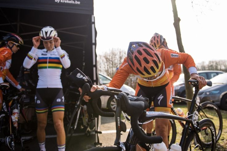 Nikki Harris prepares to make her road debut for Boels Dolmans. She made it into every selection and finished in the chase group, earning herself a 21st place.