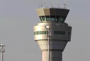 La torre de control del nuevo aeropuerto de Quito ensayó en el aterrizaje de un avión de Tame que llegó a la nueva terminal aérea de Tababela, la mañana del jueves 11 de octubre de 2012. Foto: EL COMERCIO