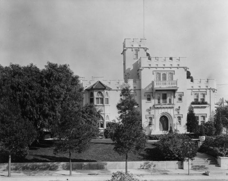 """Exterior view of """"Glencarry"""", the mansion across the street from Castle Sans Souci, located on the eastern side of Argyle between Franklin & Dix. It was the home of actor Sessue Hayakawa & was demolished in 1959."""