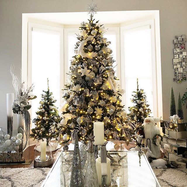 Are You A Minimalist Or A Maximalist Comment Below This Is Our Kind Of Holiday Decor To The Max Christmas Decor Trends Holiday Decor Christmas Lights Garland
