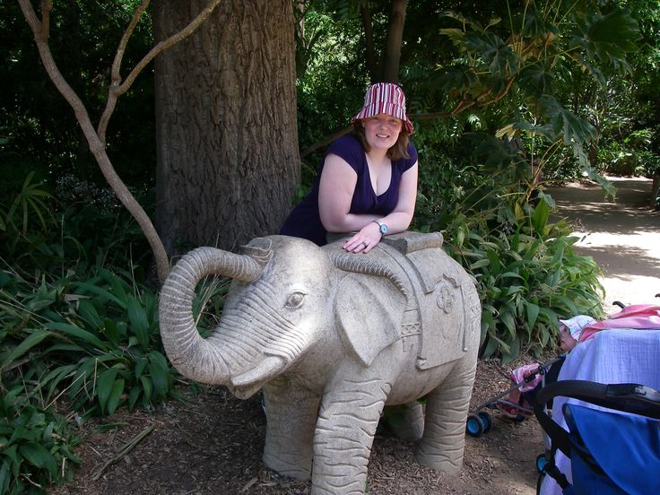 Melbourne Zoo.. Elephant statues..
