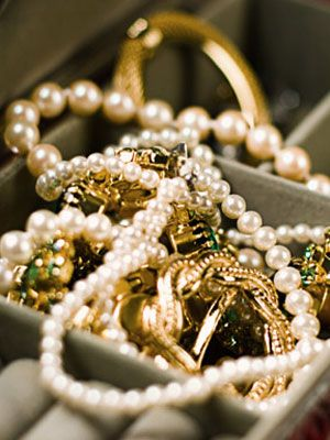 How to Clean Your Jewelry at Home Find out the proper way to make your trinkets sparkle By Amanda Greene of Woman's Day.  These tips are from leading jewelry experts --not lay people!