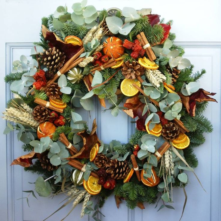Fresh Country Christmas Wreath for the front door - the smells and sights of Christmas in the home #bodenxmaswishlist