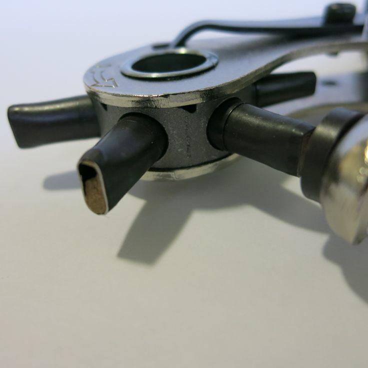S&R Profi  OVAL Revolverlochzange mit Hebel-Übersetzung und 6 auswechselbaren OVALEN Lochpfeifen: 5,7 x 3,8 mm, 4,6 x 3,0 mm, 6,3 x 3,5 mm, 7,3 x 4,3 mm, 7,8 x 3,0 mm (Langloch), 6,0 x 3,0 mm (Rechteckig)