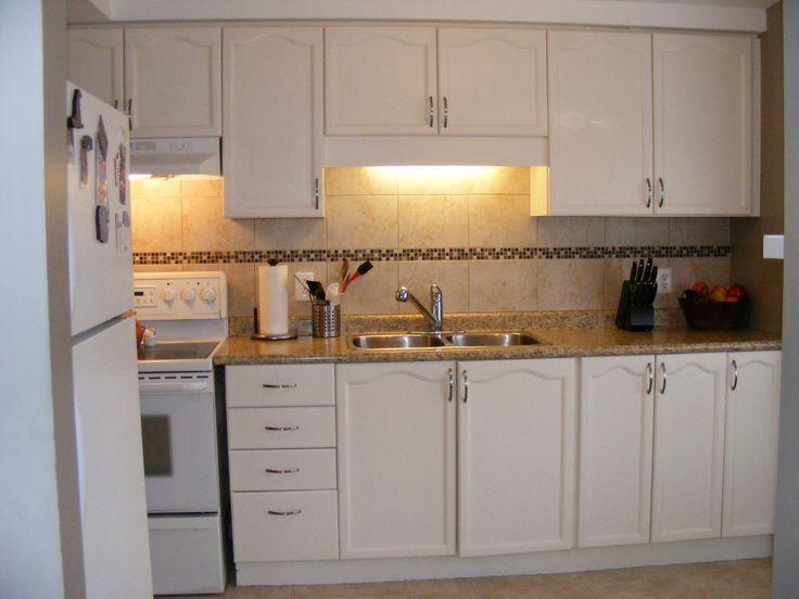 Laminate countertops with white cabinets kitchen for Elegant kitchen counter decor