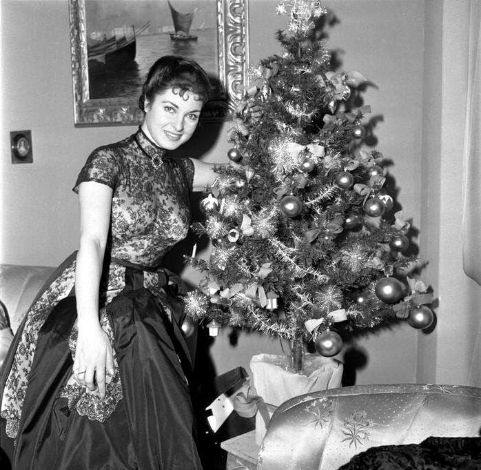Silvana Pampanini - Buon Natale [Merry Christmas], 19 December 1953. (Photo by Italian press agency ANSA.)