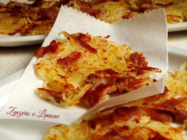 I rosti sono un piatto tipico della cucina svizzera a base di patate grattugiate, mescolate ad altri ingredienti e saltate in padella
