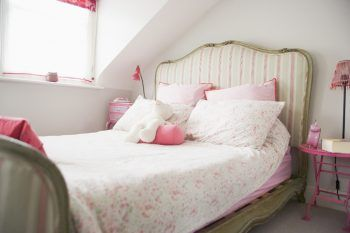 Oooh! Tip #5 is perfect for decorating your white #bedroom with vintage furniture!