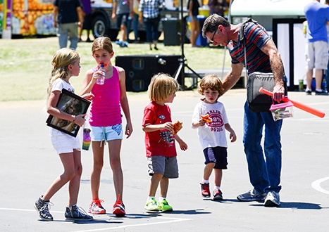 Denise Richards dad Irv takes Charlie Sheens twins Max and Bob to the fair along with Denises daughters Sam and Lola.