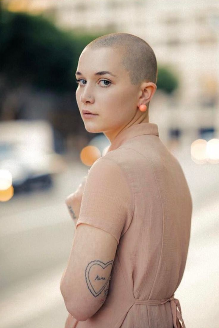 Beauty fetish bald