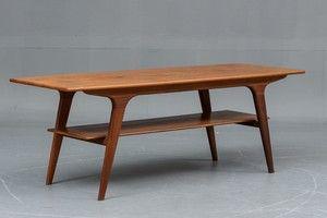 Dansk møbelproducent: Sofabord af fineret teaktræ. H 54 cm, B 55 cm, L 150 cm. Fremstår med brugsspor.