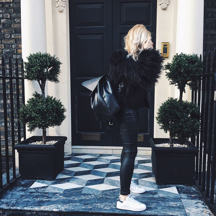 Adidas Stan Smith white black trainers outfit, Missguided black fur coat, Zara backpack / http://club-avenue.blogspot.com