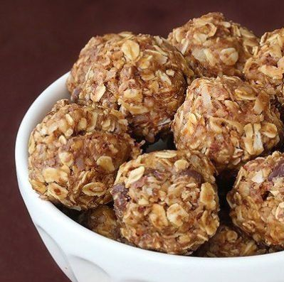 Energy Bites Ingredients 1 cup oatmeal ½ cup peanut butter (or other nut butter) ⅓ cup honey 1 cup coconut flakes ½ cup ground flaxseed ½ cup mini chocolate chips 1 tsp vanilla