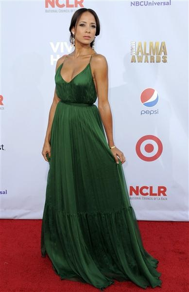 Dania Ramirez at the 2013 ALMA Awards (looking like Jennifer Lopez)
