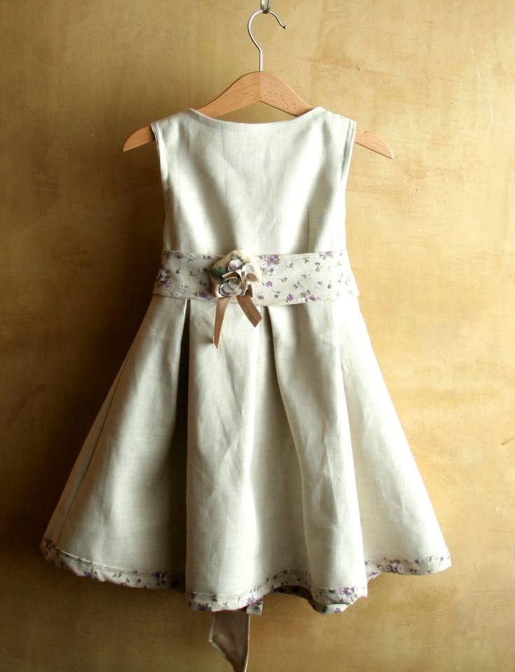 Abito romantico in lino per le occasioni speciali di una elegante bambina di tre anni : Moda bambina di pabuita