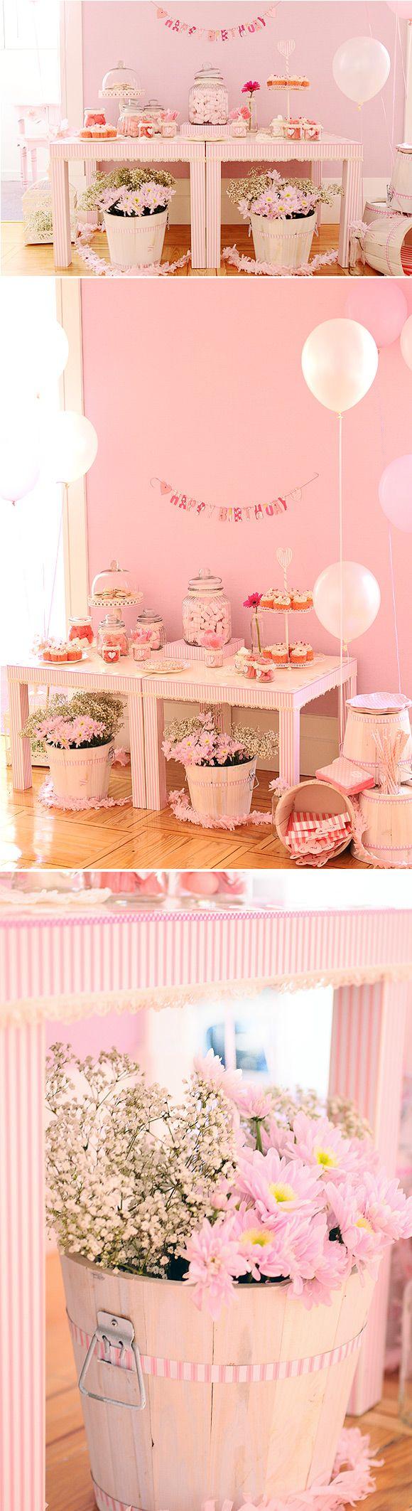Decoración de una fiesta de cumpleaños muy rosa