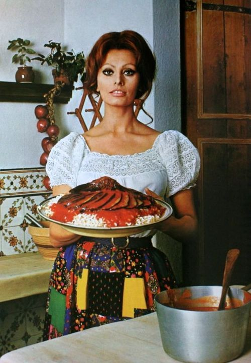 Sophia Loren in her kitchen, 1971